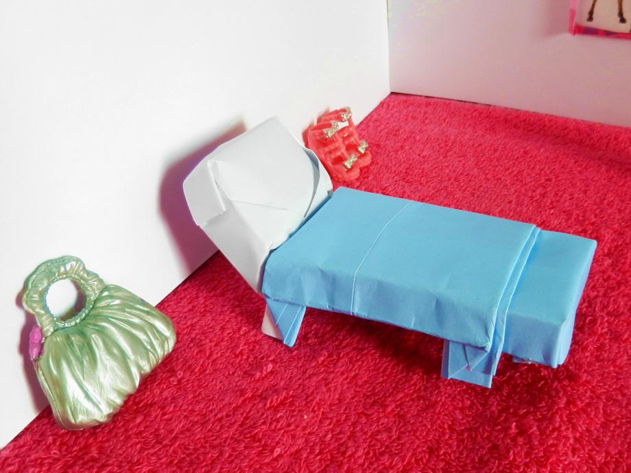 Origami bed