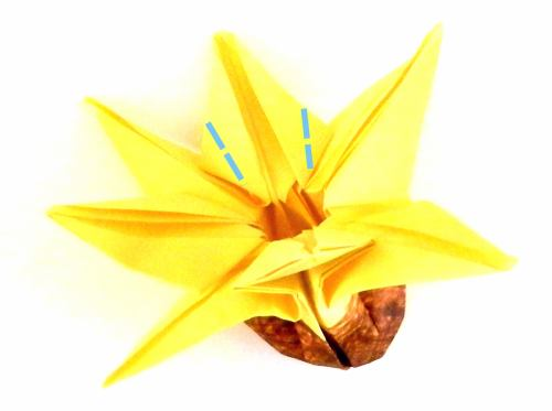 Fold paper Origami Black Eyed Susan flowers