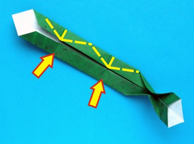 how to make the leaves of an origami christmas cactus