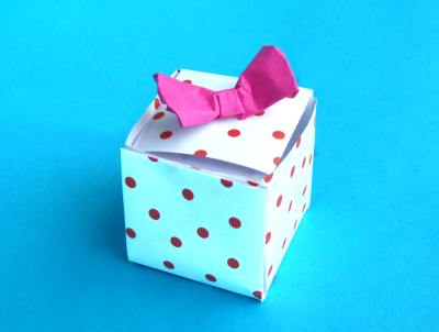 origami giftbox with polkadots pattern