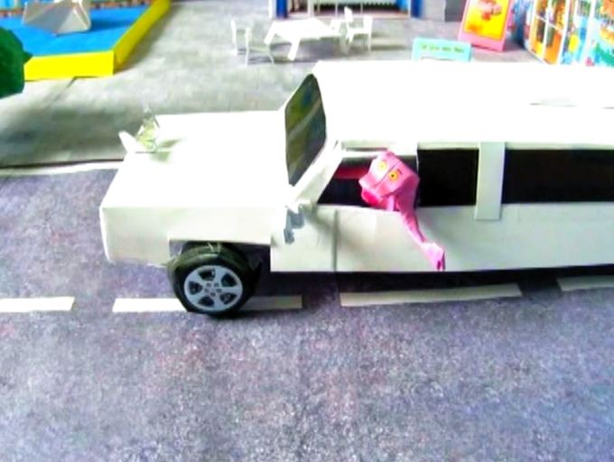 Pink Panther in een limousine