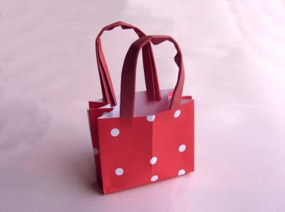 origami shoppingbag with polkadots pattern
