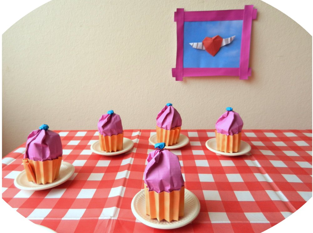 free card with origami cupcakes on a table