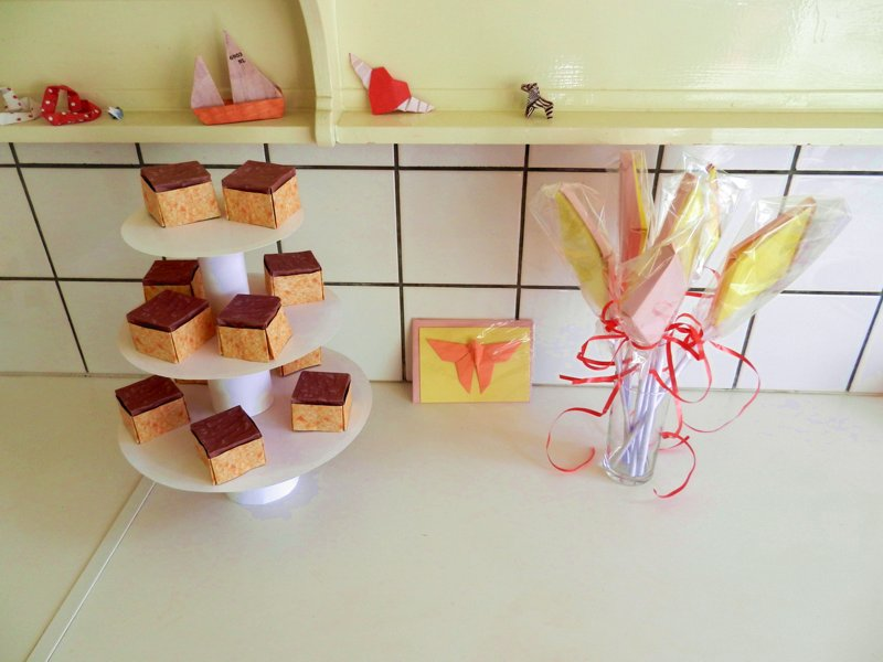 kawaii origami sponge cakes with chocolate