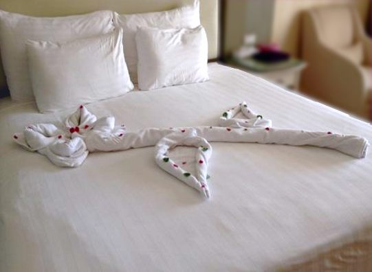 Towel Origami Romantic Bed Decoration